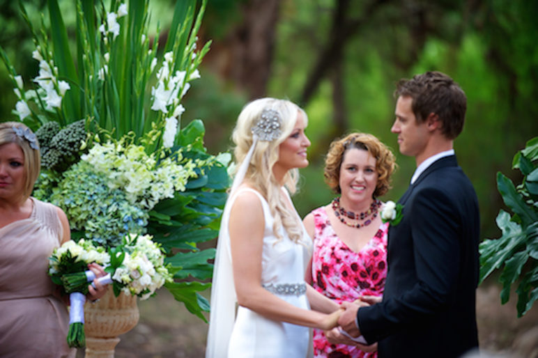 margaret river celebrant with couple saying vows