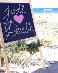 Celebrant Anita Revel married Jodi and Dustin on the beach in Busselton