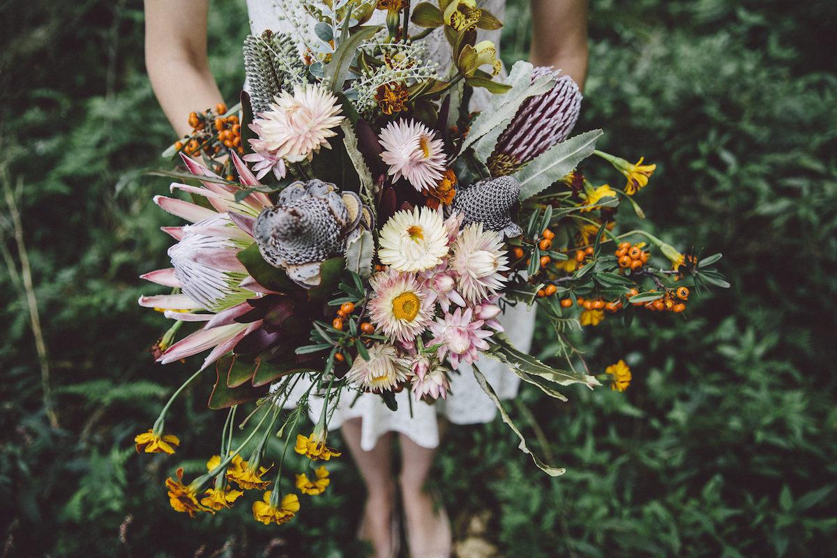 pop up winery wedding bouquet by maz pedersen